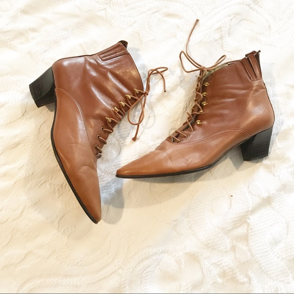 bcdf0ab45 Vintage | 90's Lace Up Pointy Toe Ankle Boots. M_5c6dc81d1b3294c8fe81181f